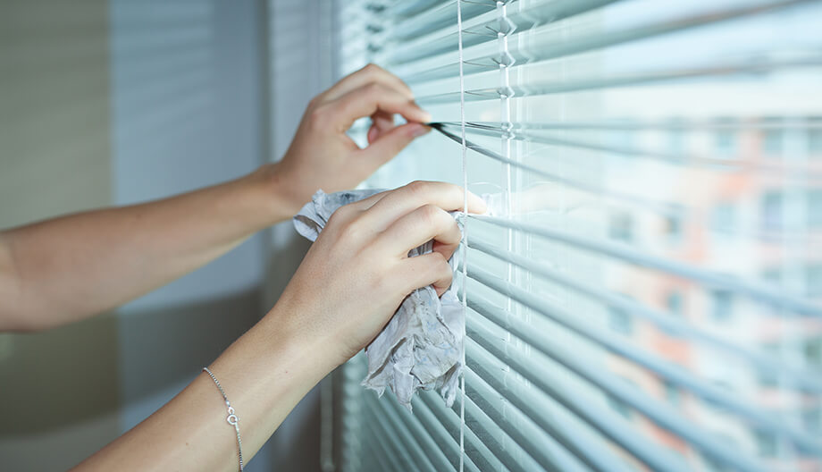 How to Clean Blinds Like the Experts