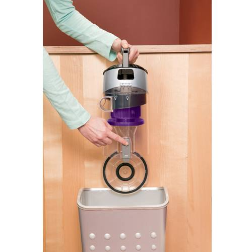 CleanView Pet Rewind Vacuum 1328 Emptying Dirt Tank